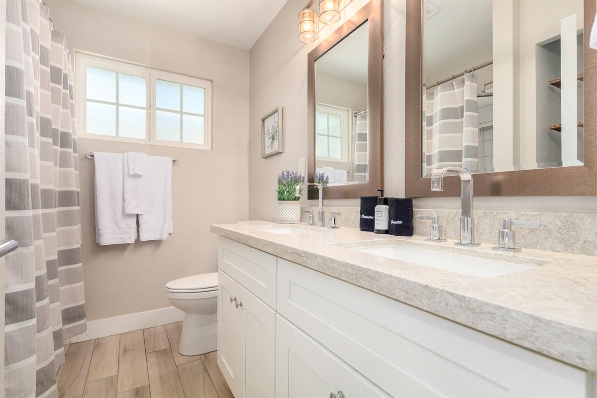 hall bath - tub/shower combo