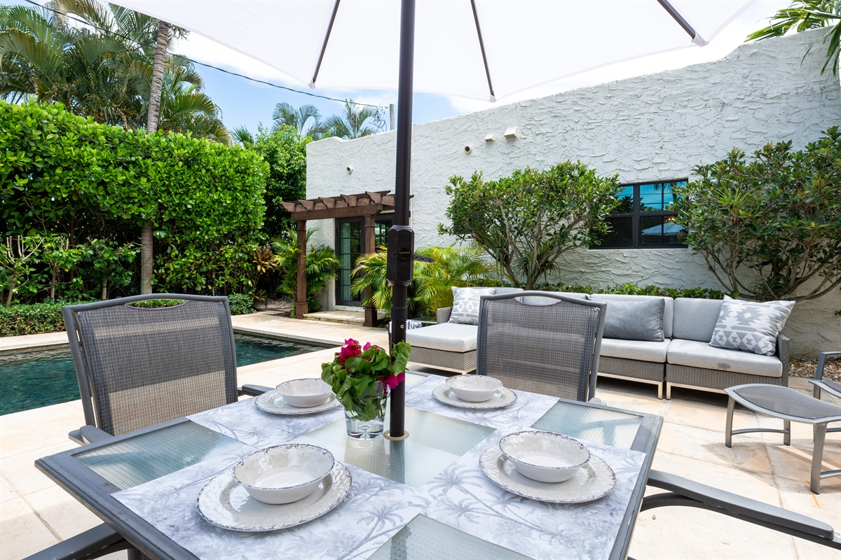 The outside of the house is the ultimate relaxing retreat! Enjoy grilling out and dining under the stars for 4 or enjoy cocktails on the outdoor sofa while the kids swim. The heated pool is the best for cooler months even in Florida!