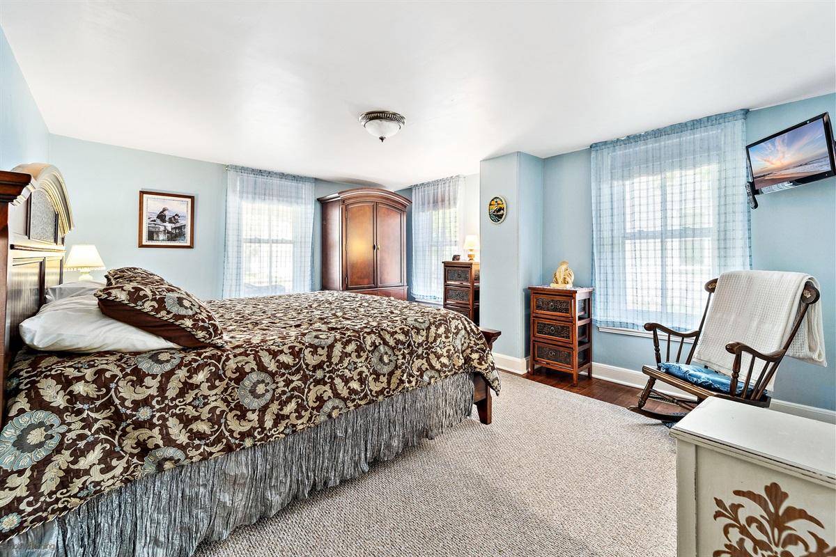 1st Floor Bedroom-King