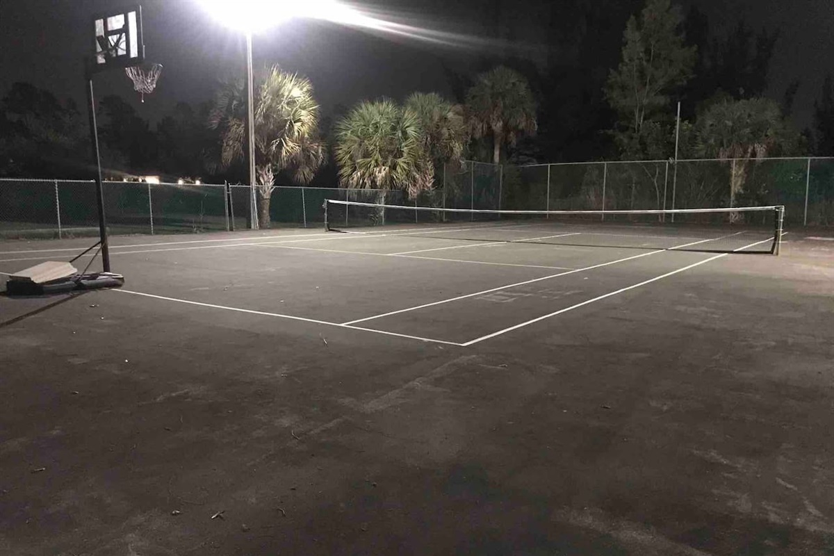 Outdoor lighting on the tennis court