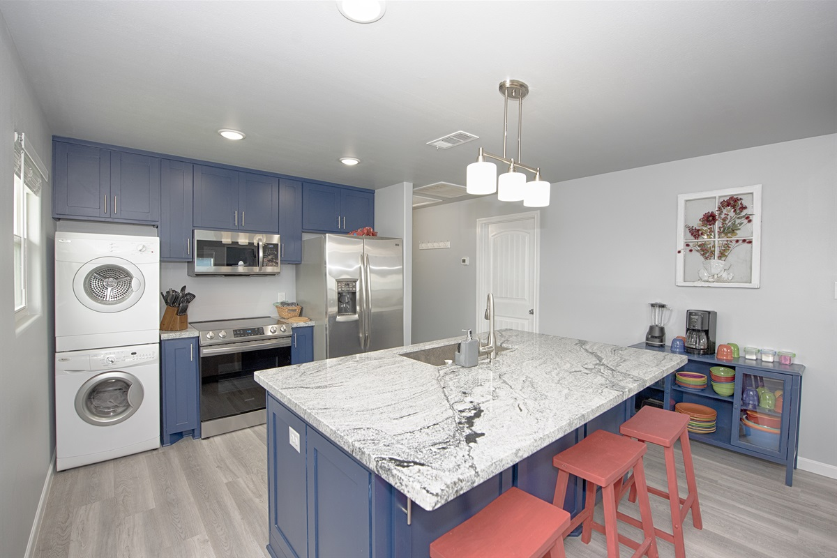 Granite countertops & stainless appliances