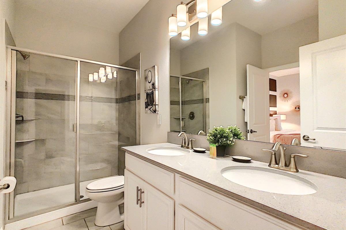 Master Suite 2 En Suite Bathroom