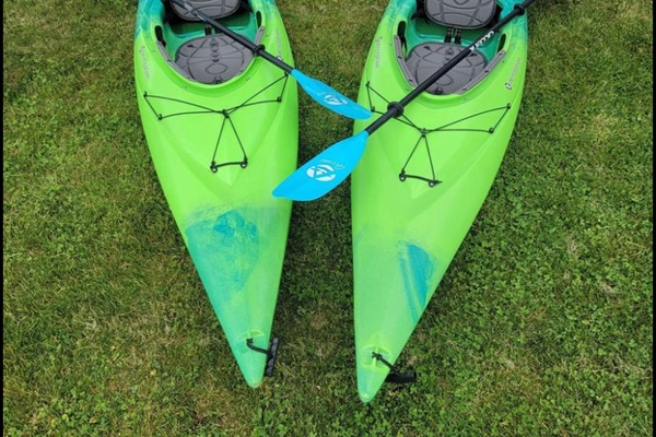 Two kayaks, with paddles and life jackets, are available for use while at Rocky Shores