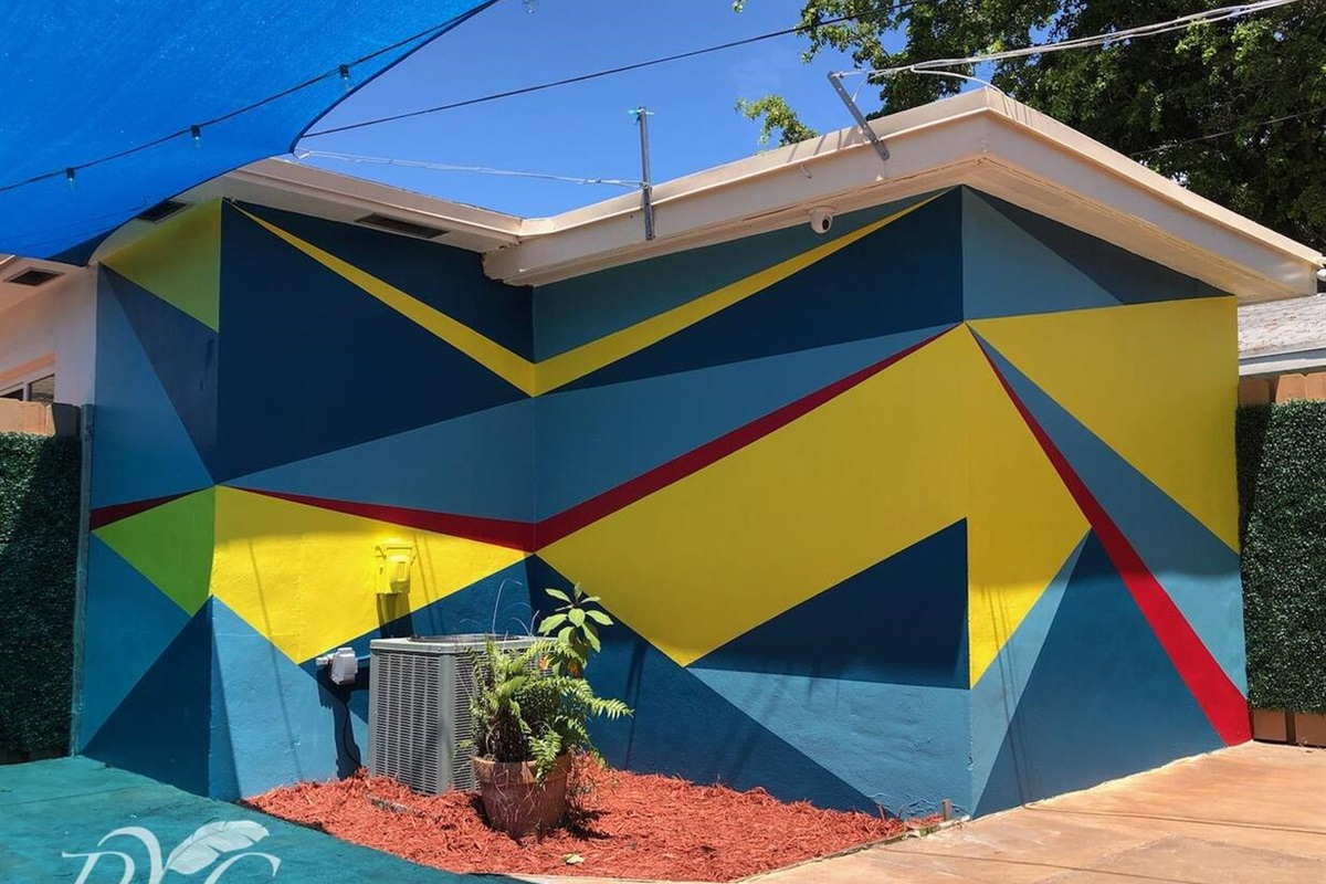 Our new one-of-a-kind Bauhaus inspired mural in the private back patio area! Its geometric shape and colors are the perfect backdrop for your outdoor relaxation. It nods to the 28+ murals you'll see in downtown Hollywood.