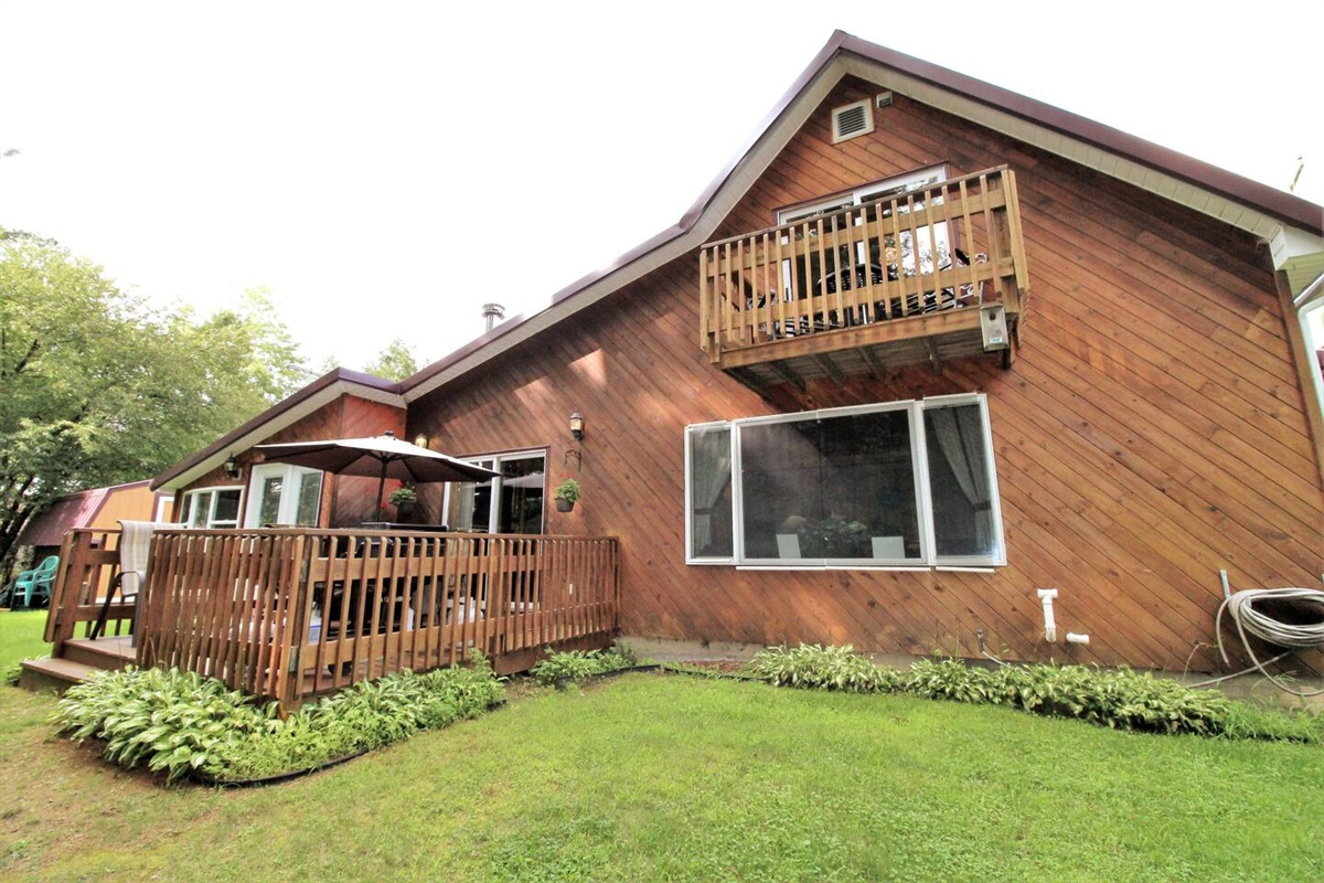 Cliffside Cabin - recently renovated, cozy, warm and inviting with all the modern amenities