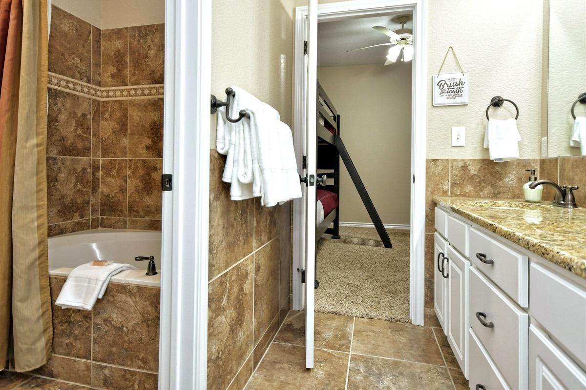 HH #A Upstairs Jack/Jill Bathroom