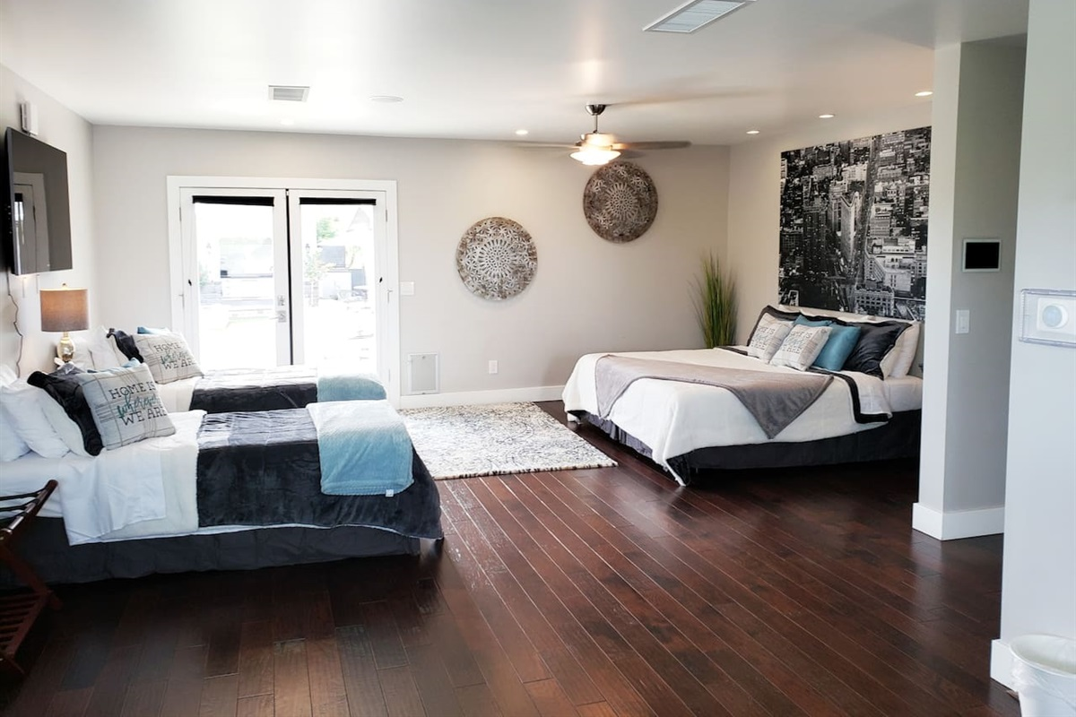 Main House Bedroom 1 - Amazing master bedroom!  Choose 4 twin xls or 2 king beds!