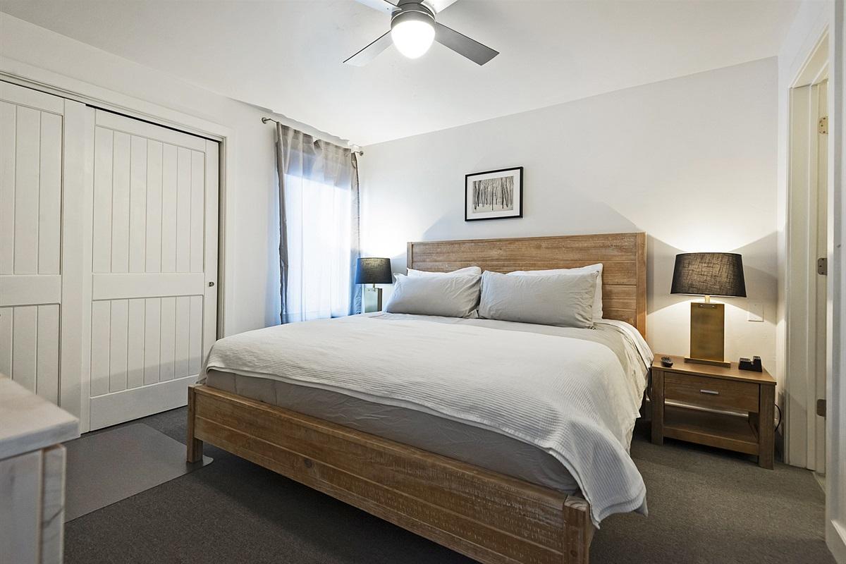 Master bed - king bed, ensuite bath, fltascreen TV