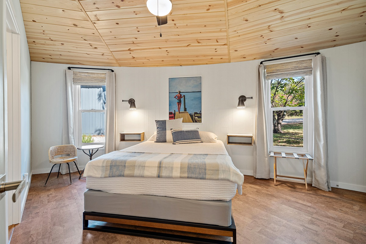 You'll fall instantly to sleep in this cozy, comfortable Queen bed. This room includes an en suite bath, as well!