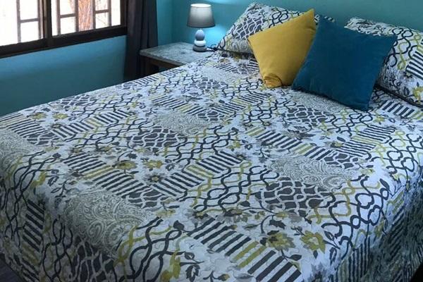 Very comfortable queen-size Tempur-pedic bed
