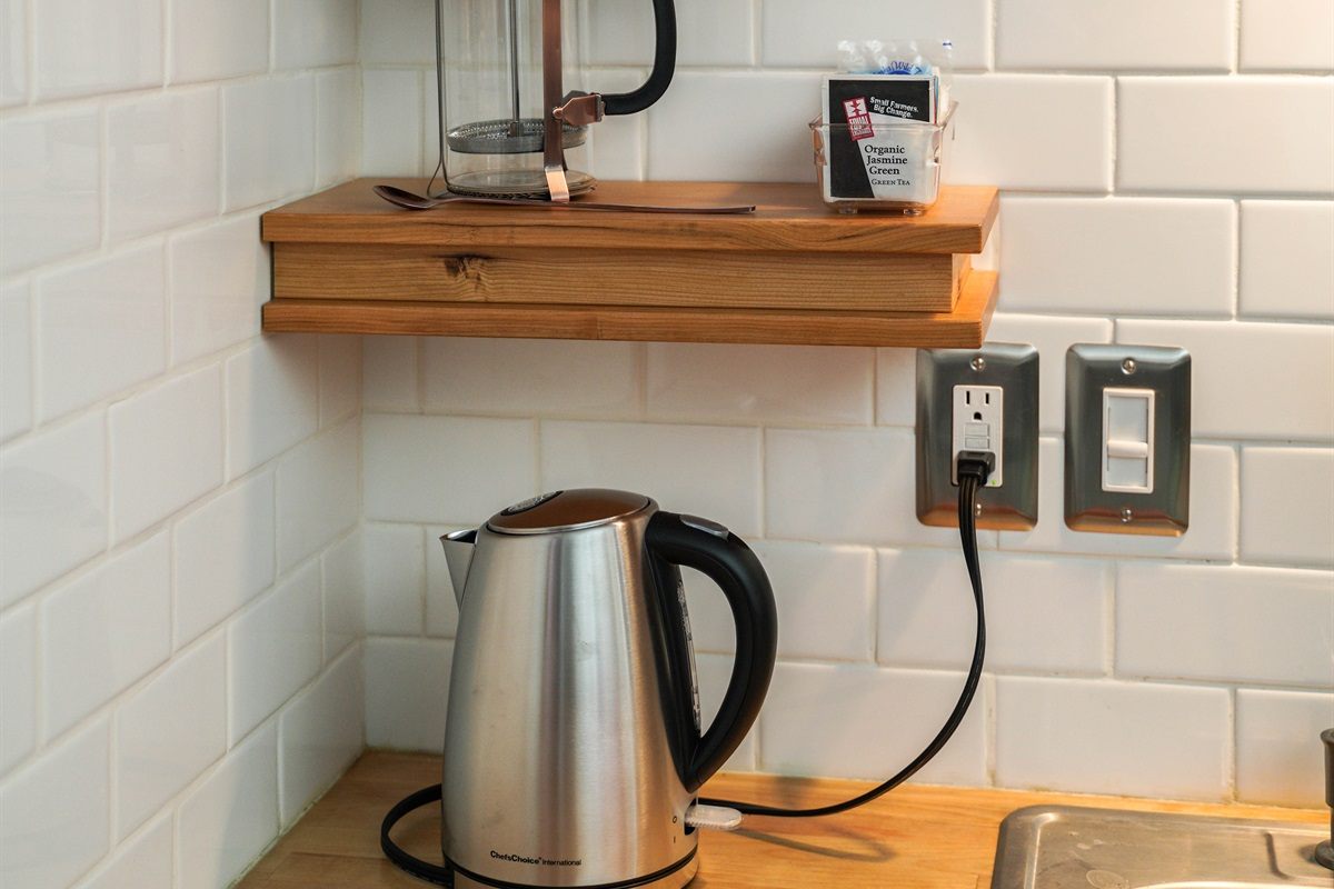 Eletric kettle and French press.