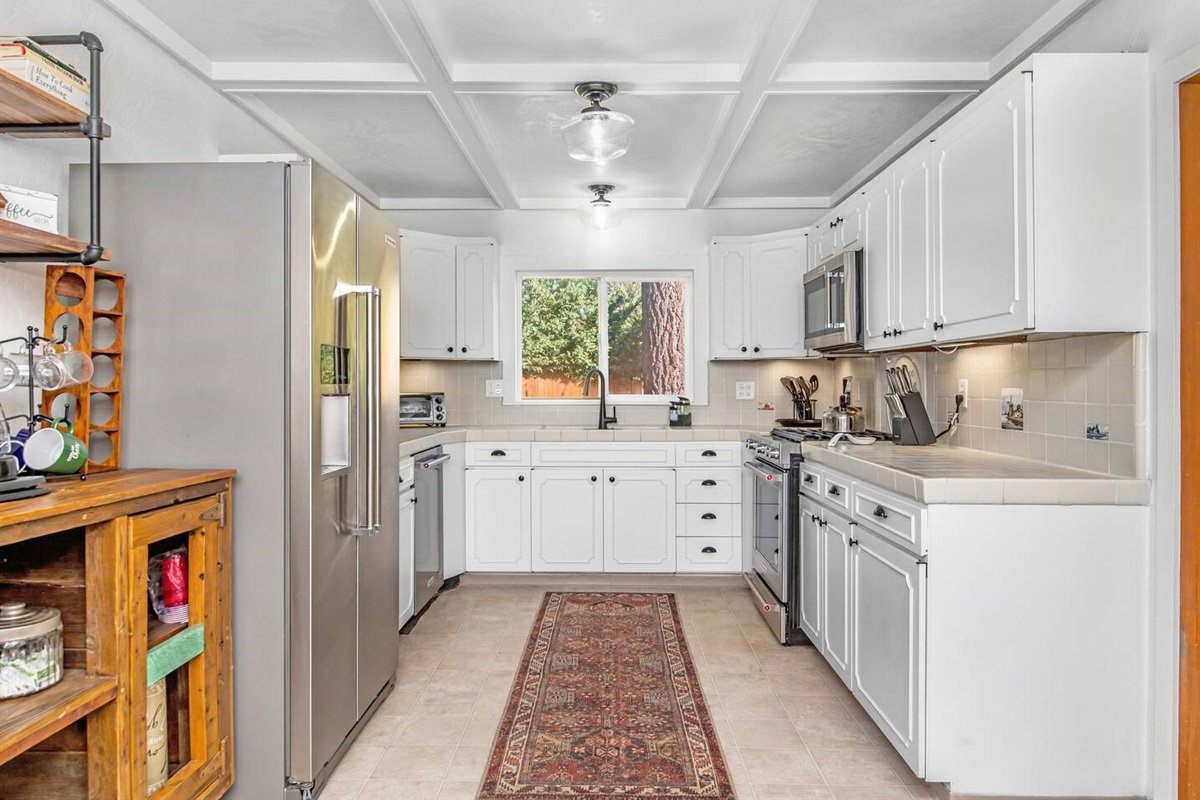 Kitchen (Lower Level): Lovely fully stocked kitchen with a dedicated coffee bar.