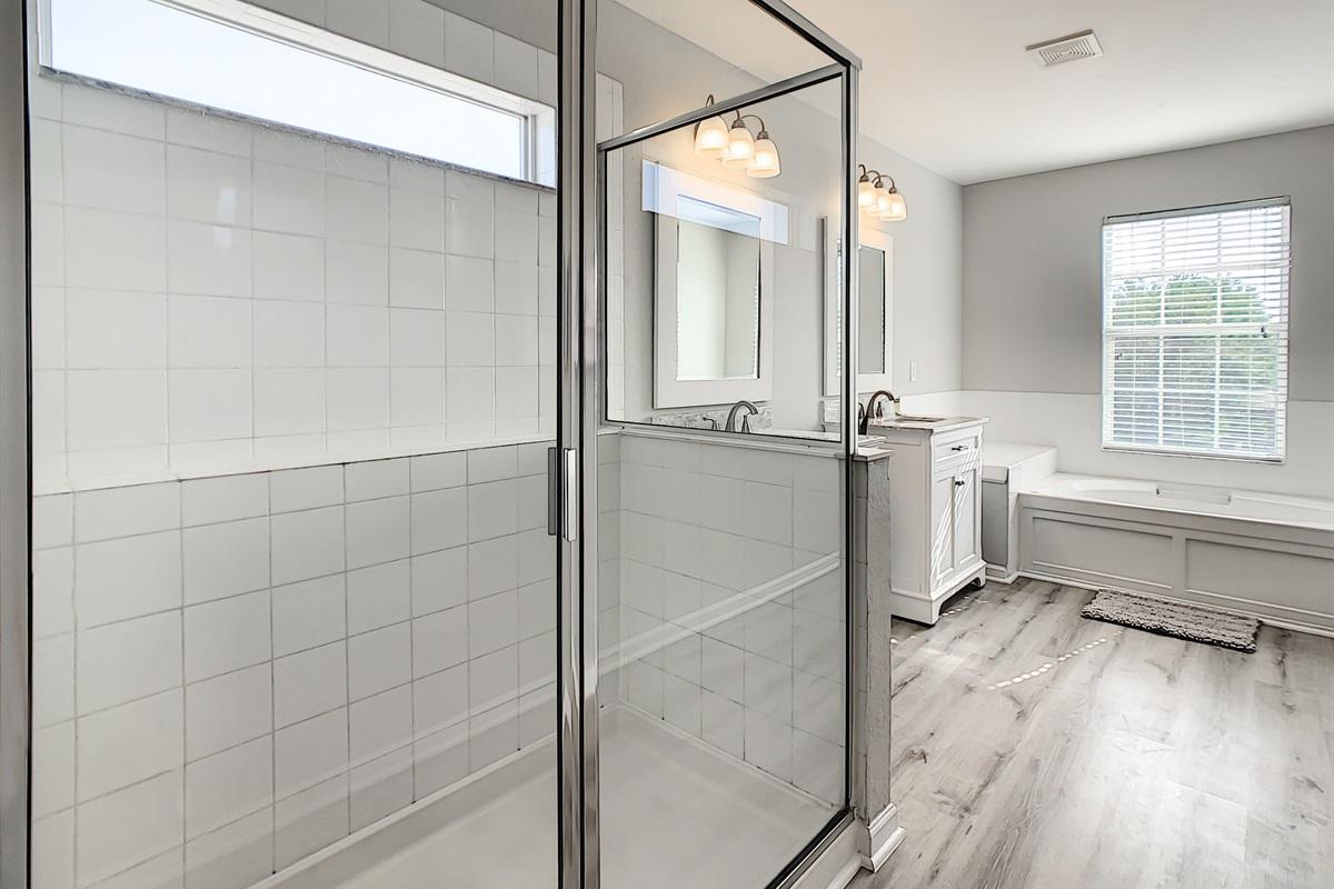 Master Suite #1 En Suite Bathroom