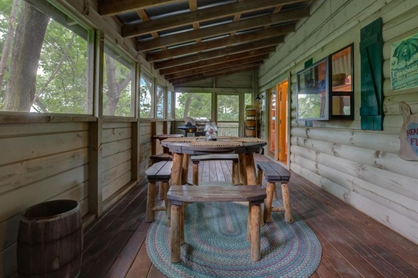 Covered screen porch!