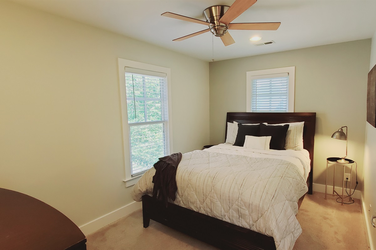 1st Guest Room Q. Bed