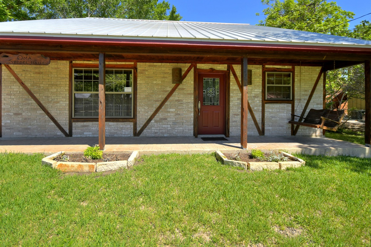 Oma Seidel Haus Front Porch