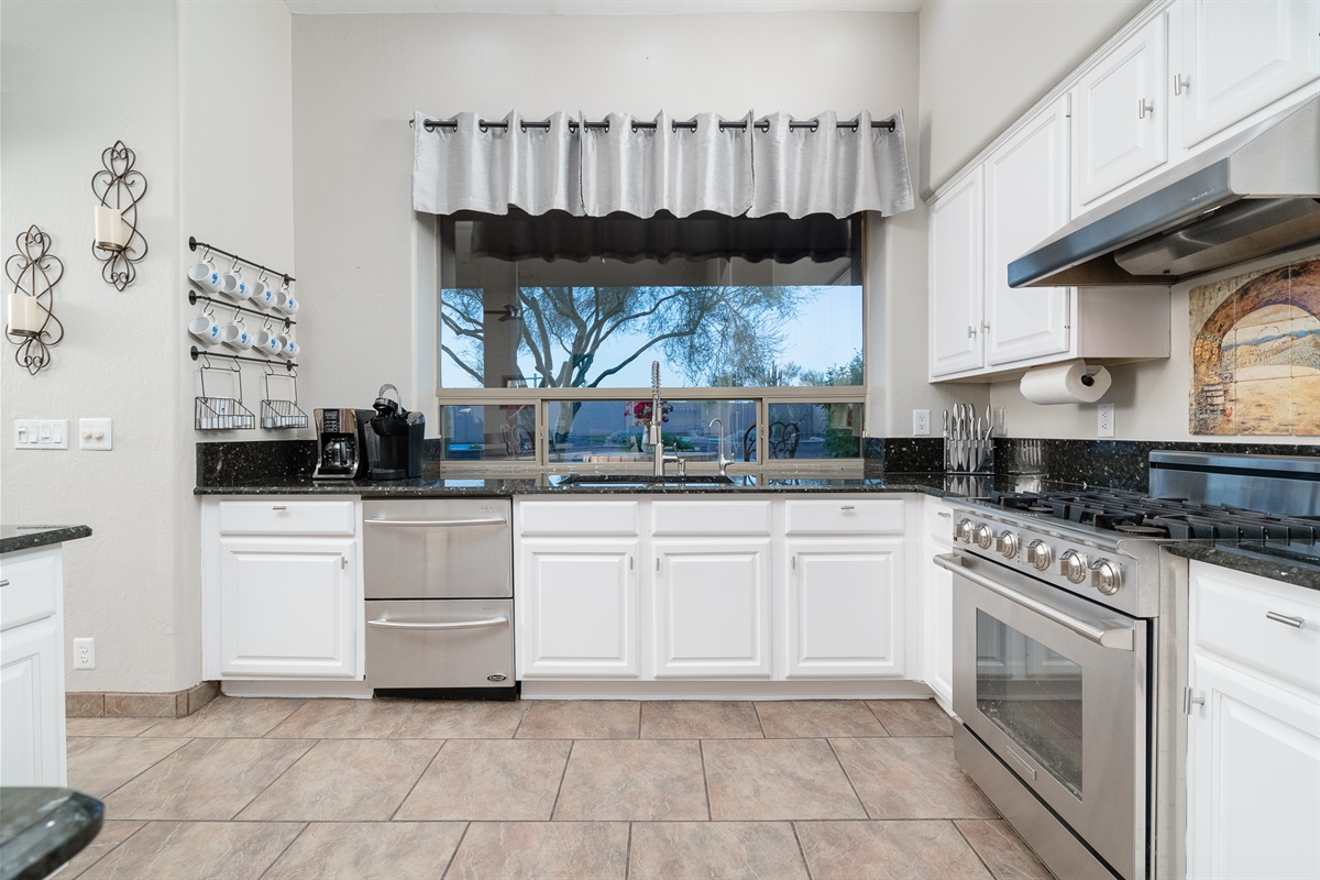 Kitchen Fully Stocked Appliances + Cookware