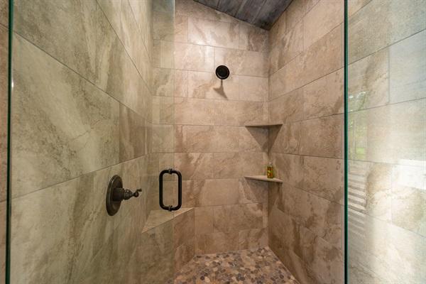 Walk-in shower in en-suite