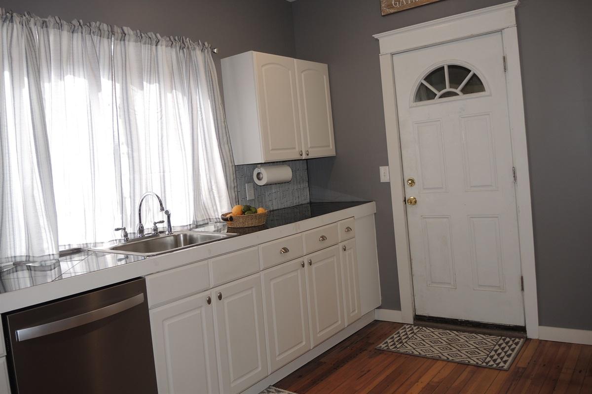 Chestnut Ridge - Kitchen / door to rear deck