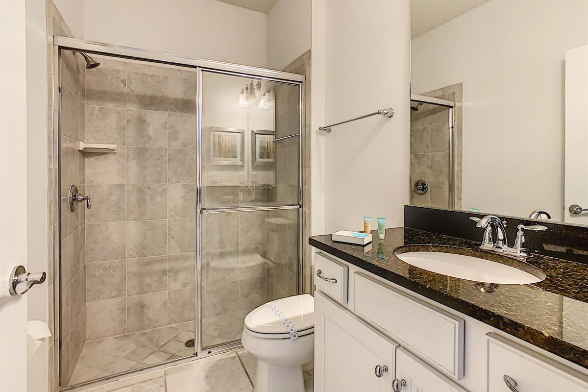 Bath 2-Bedroom 8 En Suite Bathroom And Powder Room