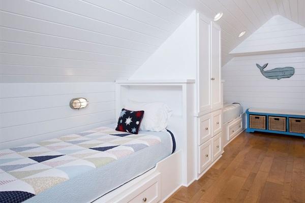 3rd Floor Bunk Room - 4 XL twin beds, individual lighting, charging station & bath