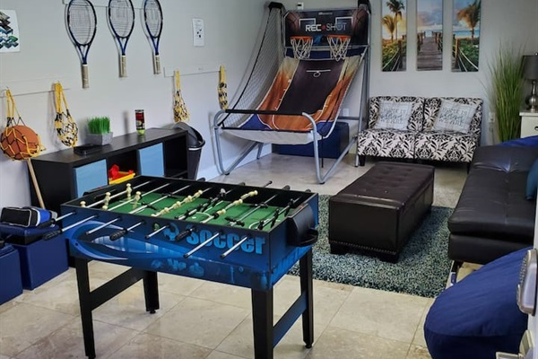Fun game room for the kiddos or or the big kids at heart!  Bocce ball, tennis rackets, basketball, corn-hole, everything you need for an awesome vacation!