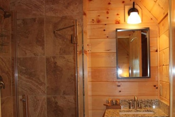 Bathroom with shower only in 4 of the master suites
