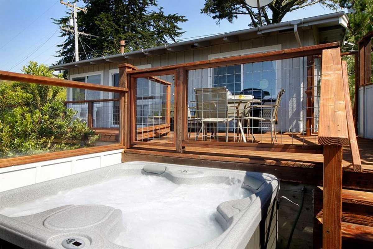 Hot Tub to River Sea Cottage