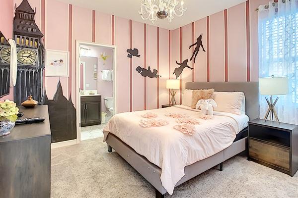 Bedroom 3-1st Floor-Queen Bed