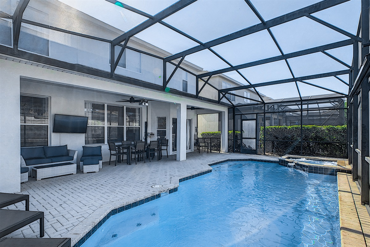 Enjoy The Heated Pool & Spa (Heating Extra) During The Day