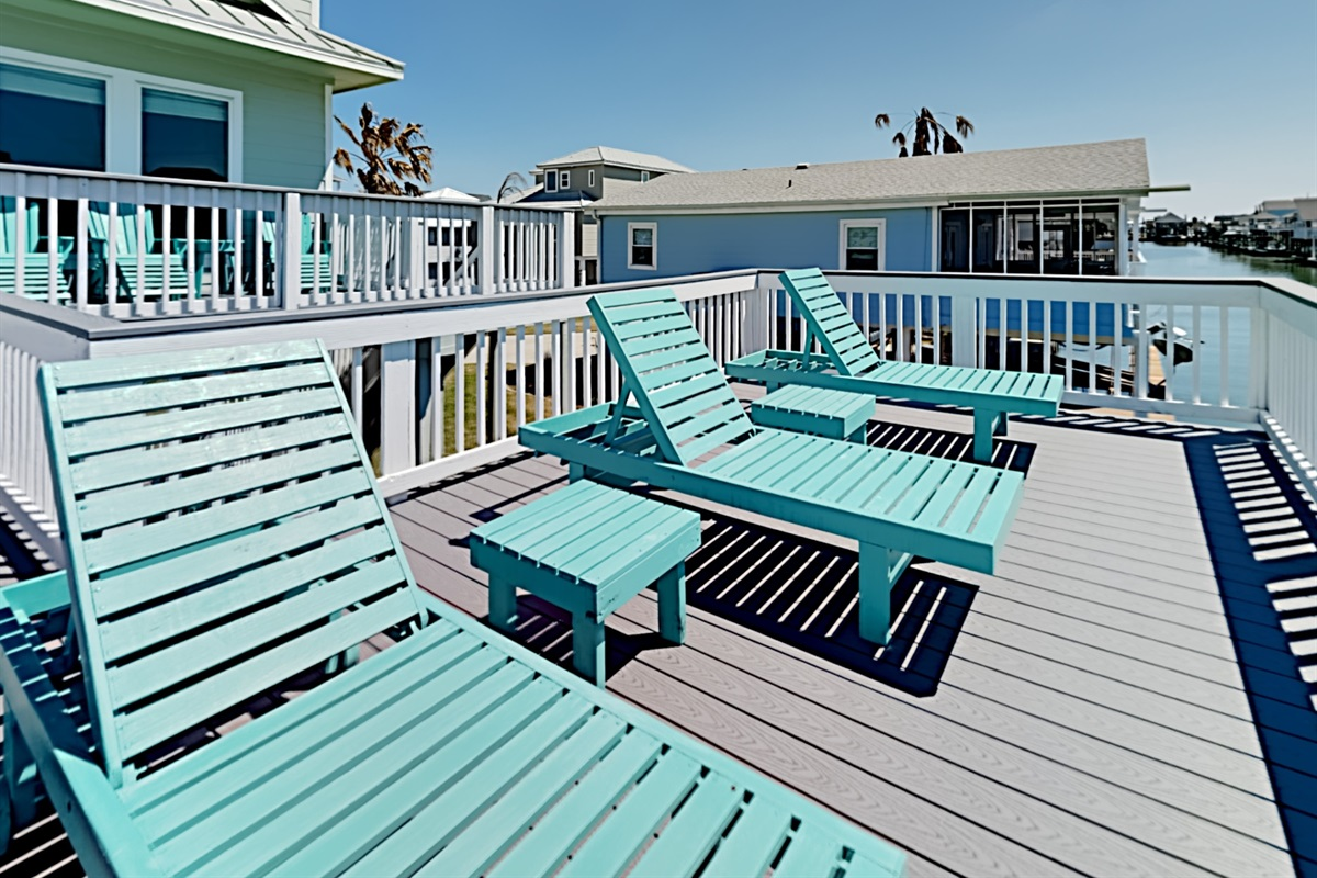 Huge deck with lots of lounge seating