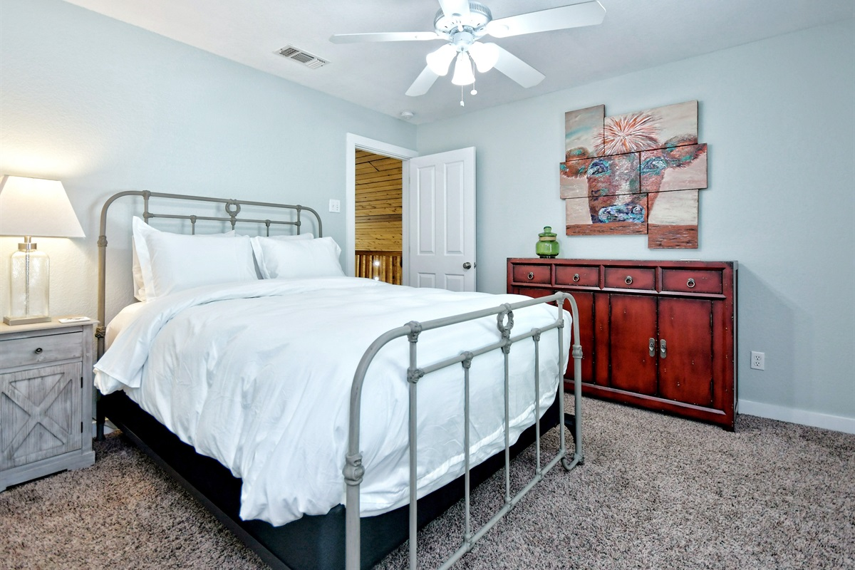 Oma's Upstairs Room - Queen Bed