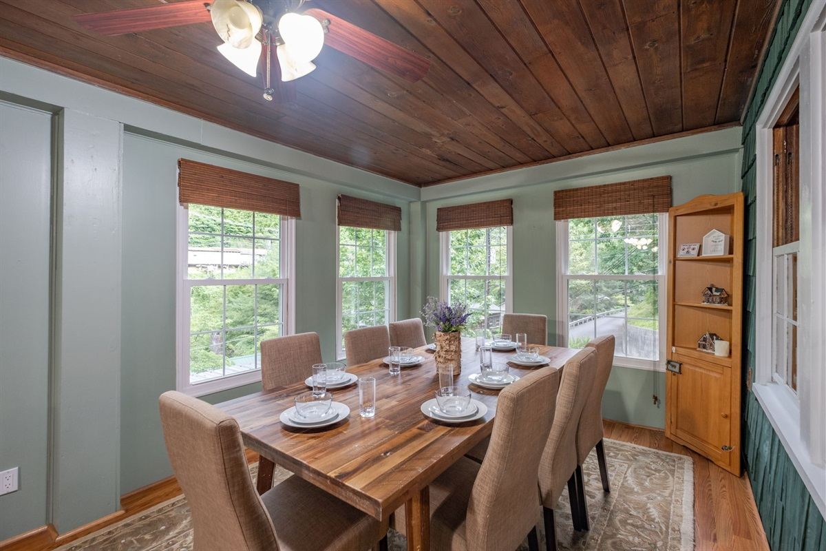 Sitting in this dining room is like sitting in a tree house!  Everywhere you look, it's just trees!