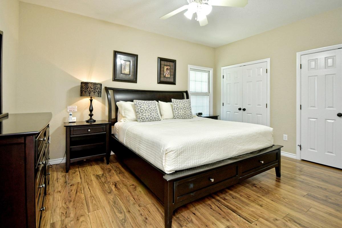 HH #B Downstair Bedroom #1 1-KING