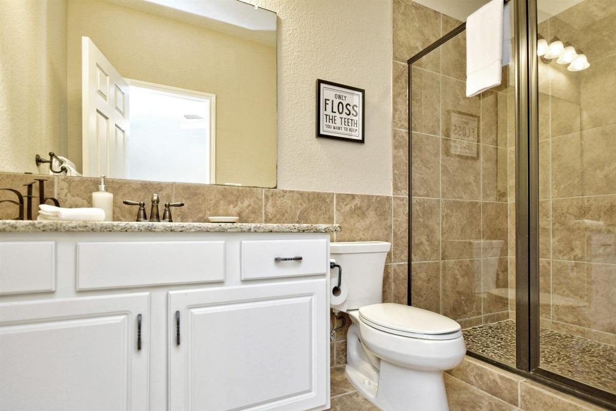 HH #B - Upstairs Bathroom #3