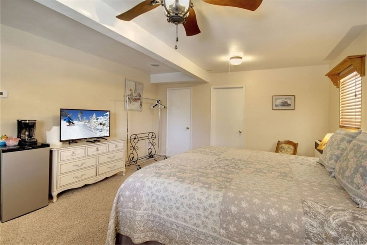 Bedroom #1: Upstairs bedroom with king bed & en-suite bathroom.