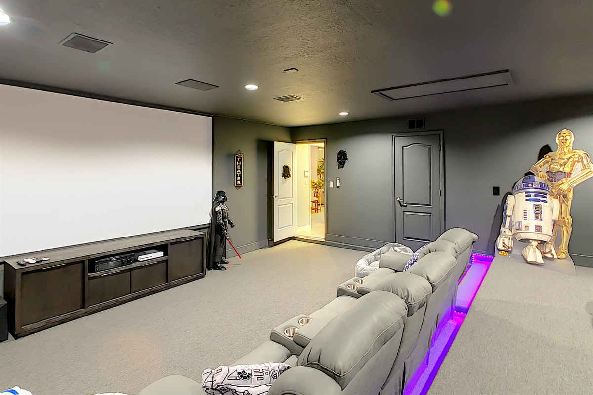 Movie Theater - Watch Movies, TV And Play Xbox