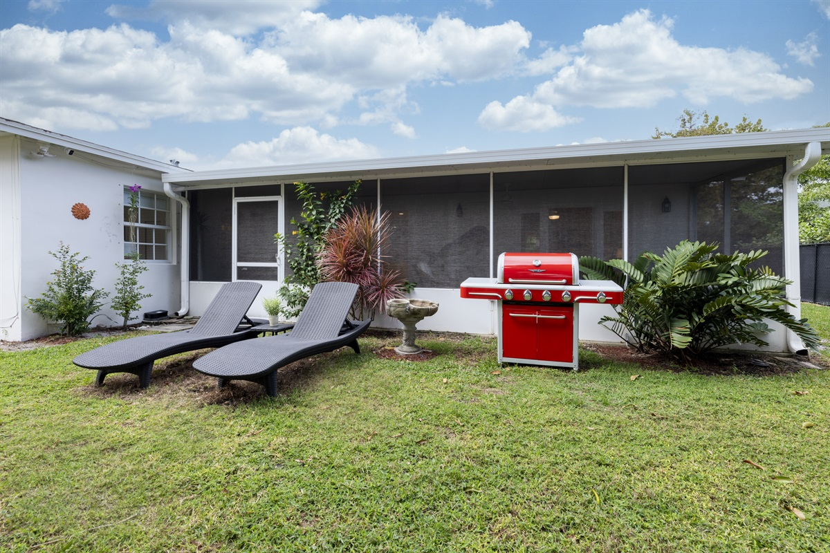 Enjoy Florida's stunning climate outdoors. Comfortable wicker furniture & outdoor dining bench. BBQ Grill, stunning backyard with Mango trees and outdoor loungers.
