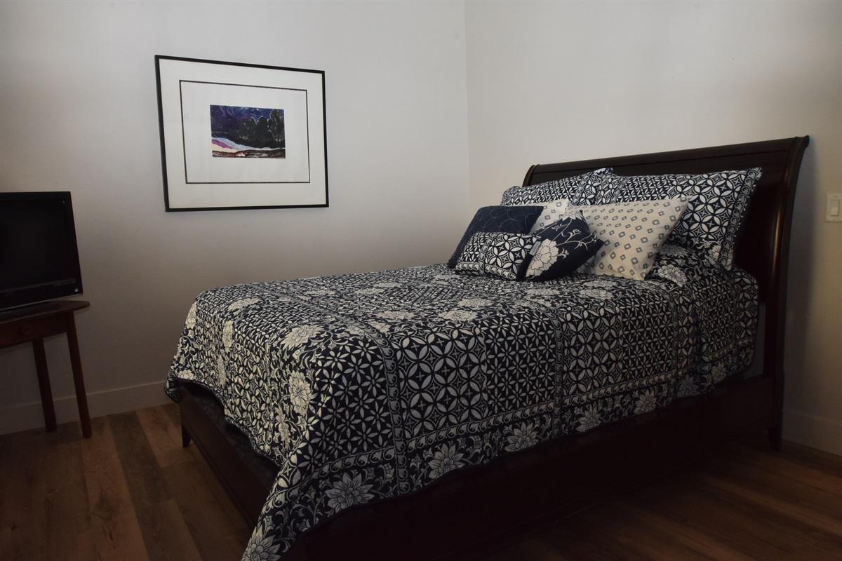 2nd bedroom Queen