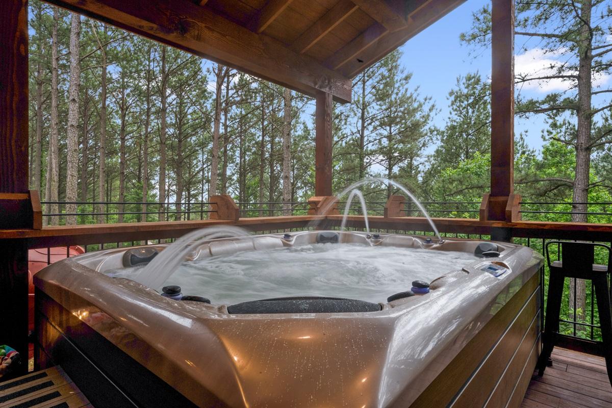 Upper Deck 8 Person Hot Tub