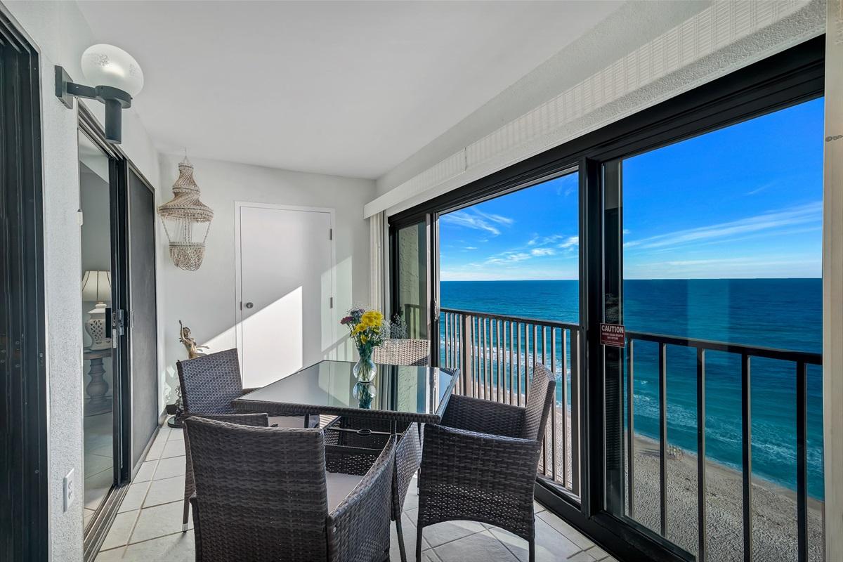 Large Sun Room/Balcony with Sliding Glass Doors