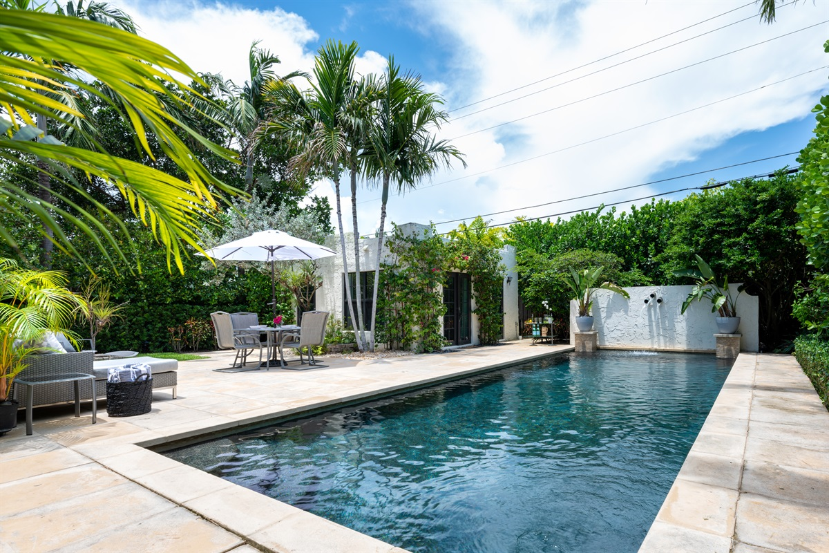 Welcome to the 1926 Pineapple House! New renovated and upgraded gorgeous PALM BEACH SoSo home has 3 BD/ 2 BT and a pool house with 1 BD/ 1 BTH. Amazing Heated Resort-style pool! Located minutes from Downtown, restaurants & shopping experience.