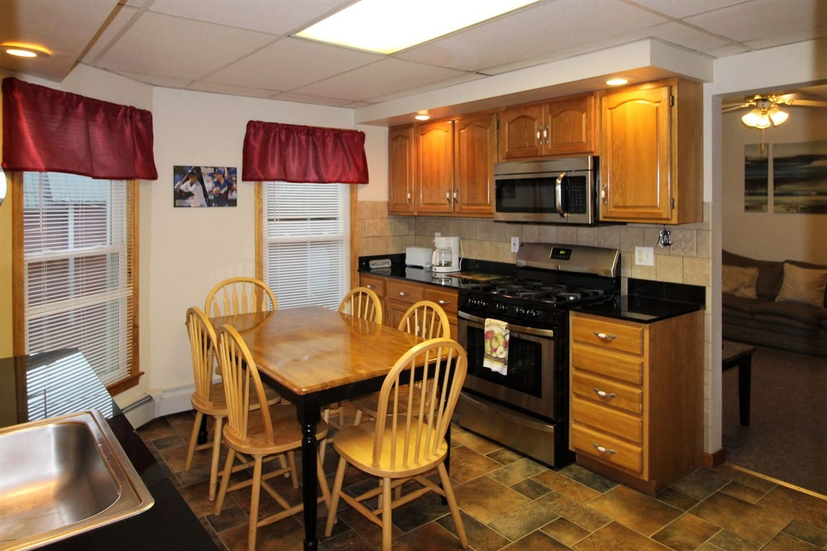 Fully equipped spacious kitchen with granite countertops