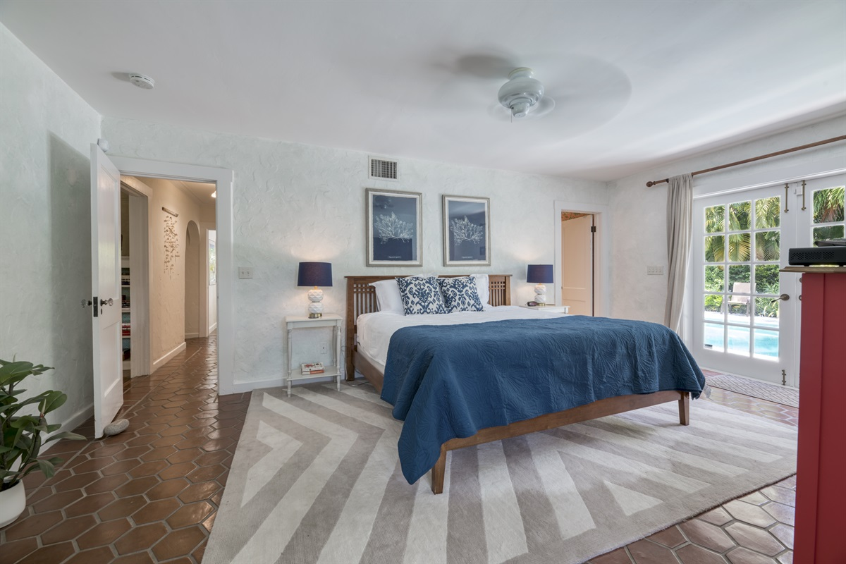 Spacious Master bedroom with King bed & en-suite bathroom.  Smart App TV with full cable channels. Double French doors lead to the outdoors. Just of the bedroom is a den/ office with desk & chair and Apple Mac computer with guest login and printer.