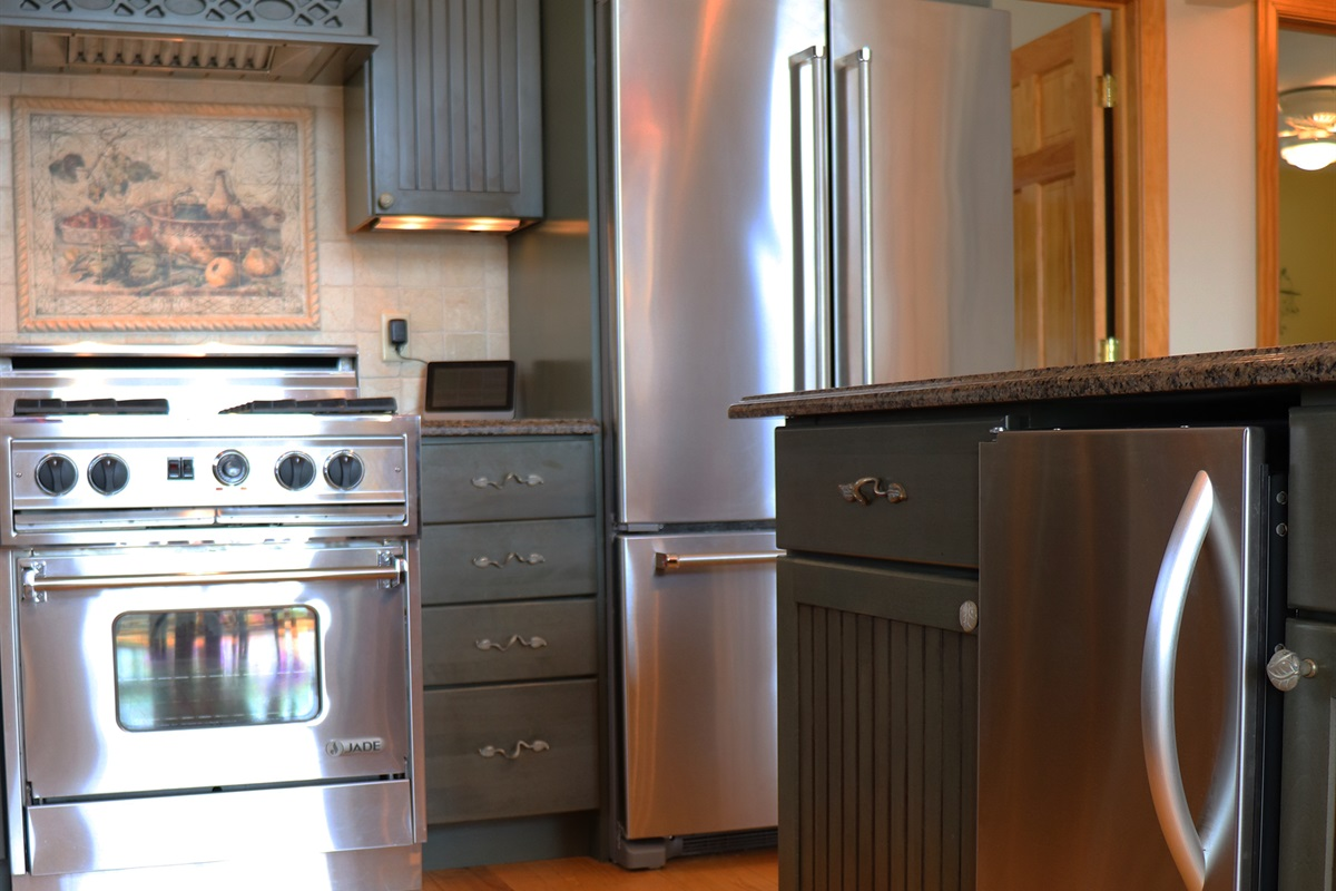 Skyview Acres Kitchen includes a separate ice maker.