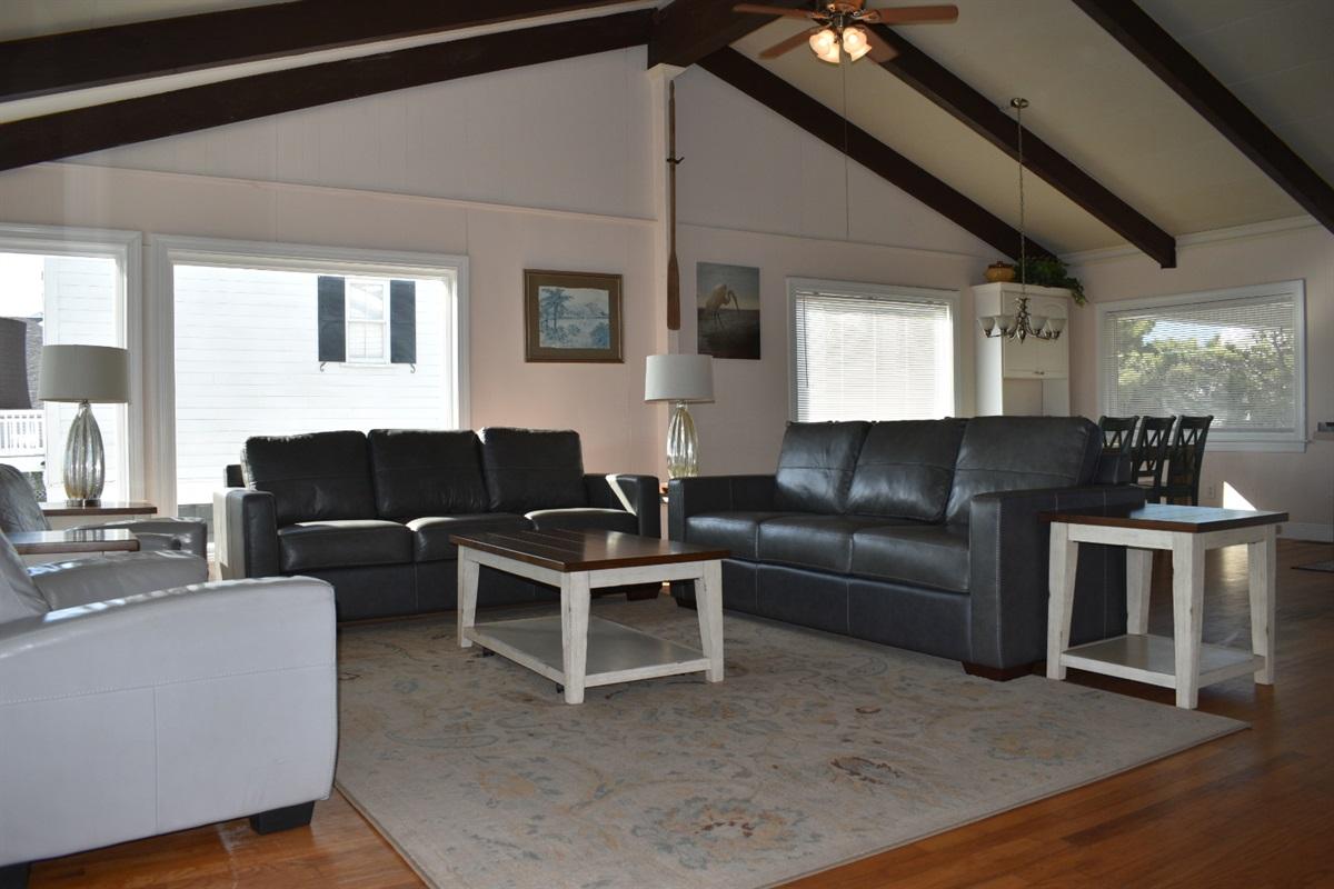 Hige living area, open floorplan