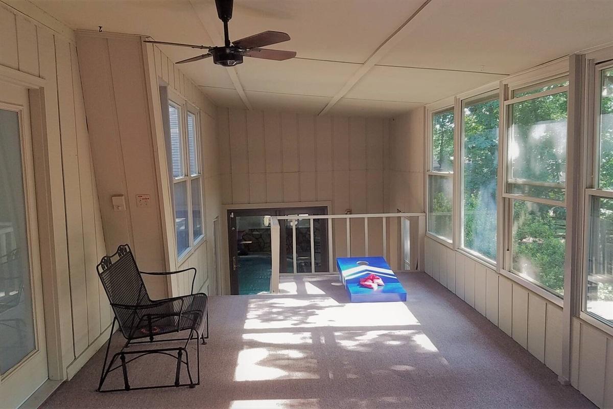 Enclosed Patio w/ Cornhole