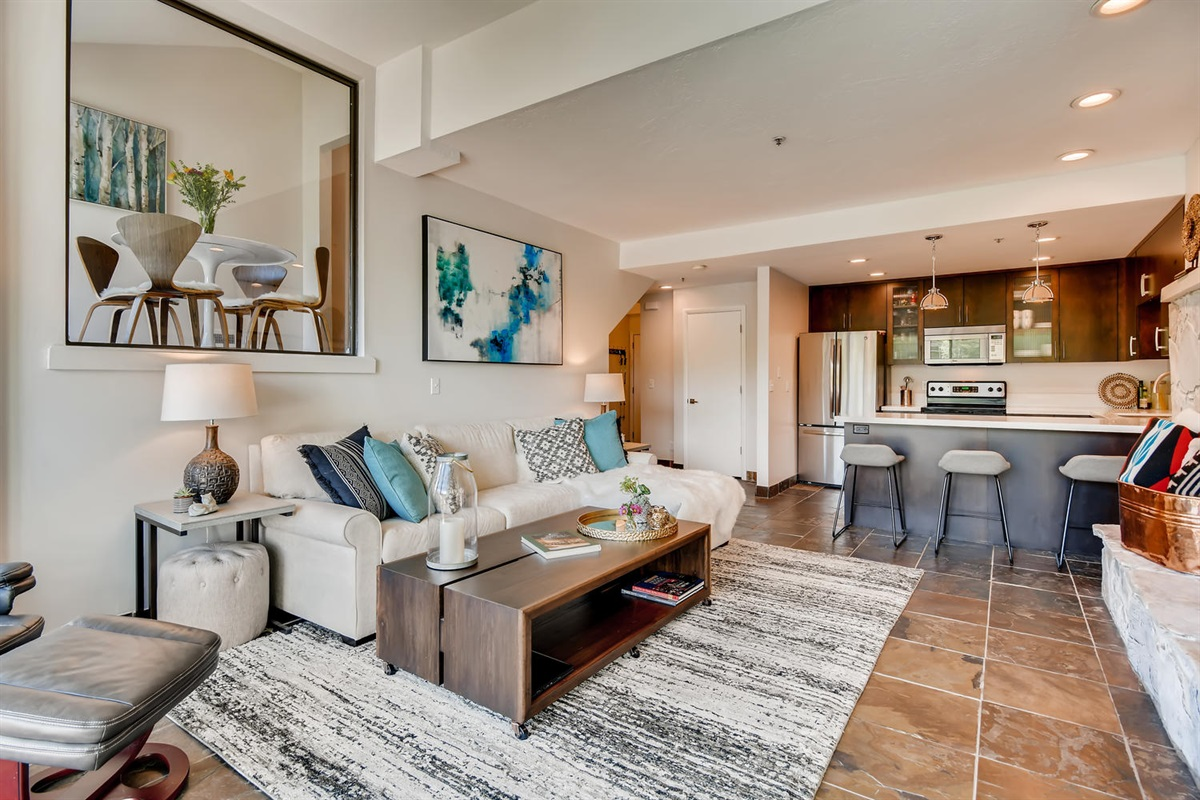 Fantastic living area. Plenty of space and beautiful setting and furnishings.