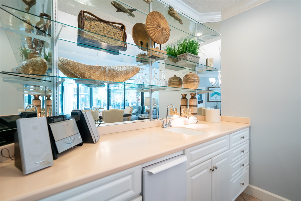 Wet Bar with Icemaker