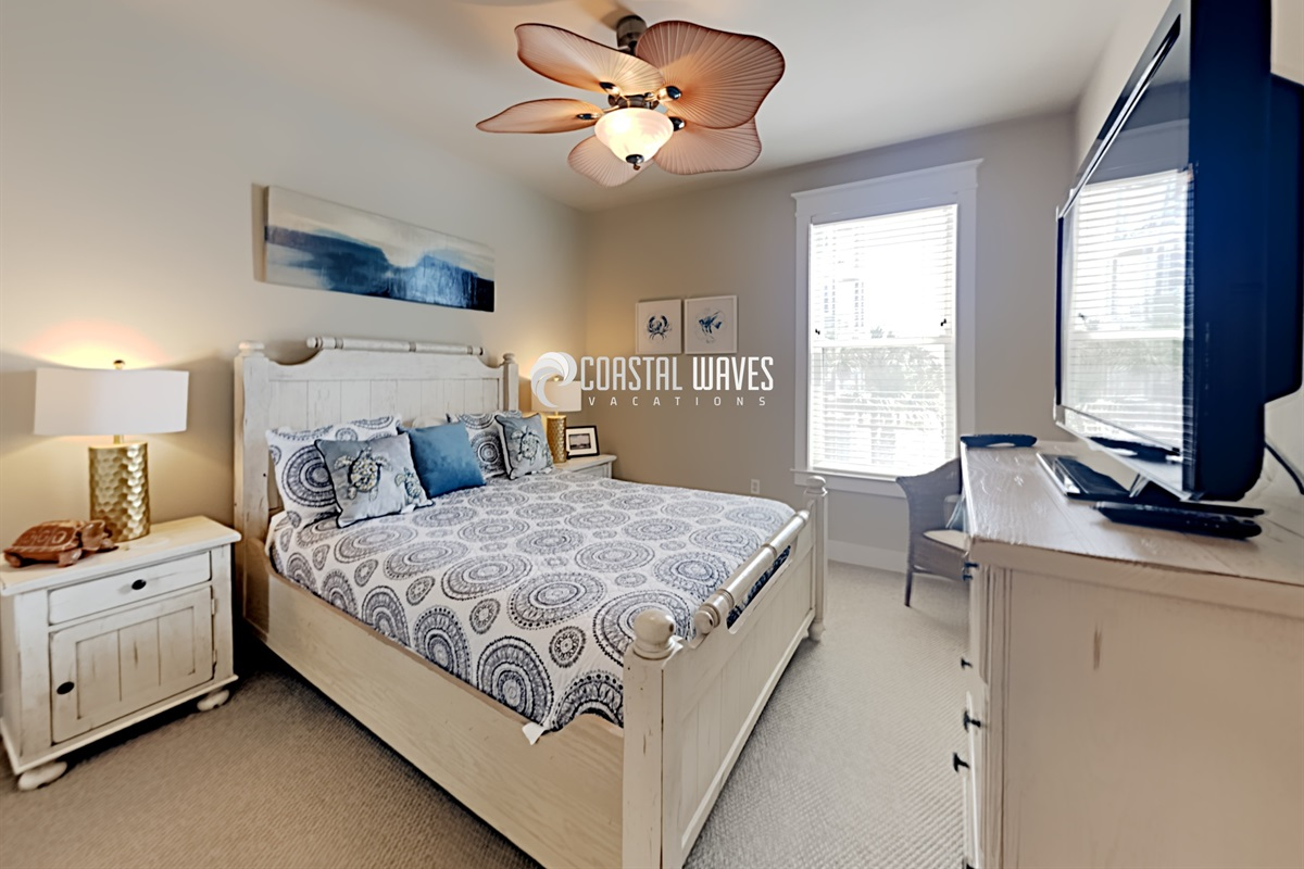 Guest bedroom w/TV
